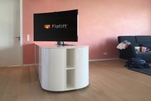 Fernseher drehbar im Esszimmer